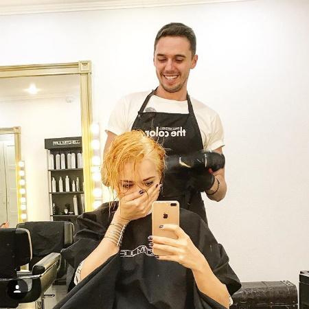 Самбурская перекрасилась в блондинку
