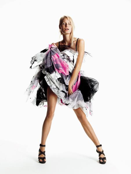 Dolce & Gabbana. Взрывы цвета, черная нижняя юбка – в этом платье вы обязаны пойти на бал! Шелковое платье c принтом, Dolce&Gabbana; босоножки, Christian Louboutin for Rodarte.