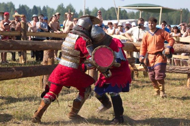 Одно из самых зрелищных мероприятий - средневековые бои