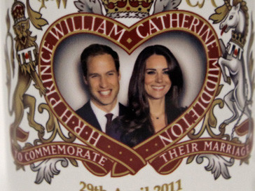 Изображение принца Уильяма (Prince William) и Кейт Миддлтон (Kate Middleton) на сувенирной кружке