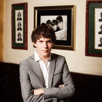 Артему, 15 лет, нравятся песни Beatles