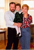 Татьяна Догилева с дочкой и мужем, сатириком Михаилом Мишиным