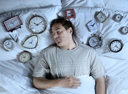 Ложиться и вставать в одно и то же время − почему это важно?