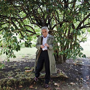 Тоби Натан (Tobie Nathan), профессор клинической психологии университета Paris VIII (Франция), автор исследовательских работ по этнопсихотерапии, писатель, основатель консультативного центра психологической помощи семьям мигрантов, автор блога tobienathan.wordpress.com