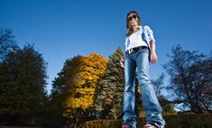 Интересный озорной образ с джинсами бойфрендами
