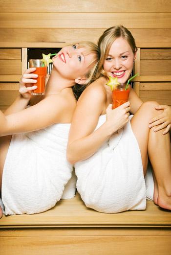 Для подготовки иммунитета и организма к холодному времени года можно чаще посещать баню или сауну.