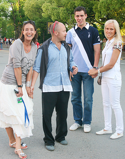 Ольга Сутулова, евгений Стычкин и Дмитрий Дюжев с супругой
