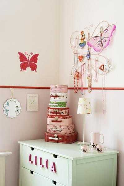 Как украсить детскую комнату
