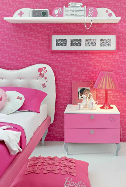 Персонажи известных сказок, комиксов да и просто хорошо знакомые игрушки используются какосновной элемент декора длябольшинства иностранных коллекций. Поддерживают выбранную тему обычно с помощью того или иного колористического сочетания. Фрагмент детской набазе коллекции Barbie White Diamond (Doimo Cityline). Новинка
