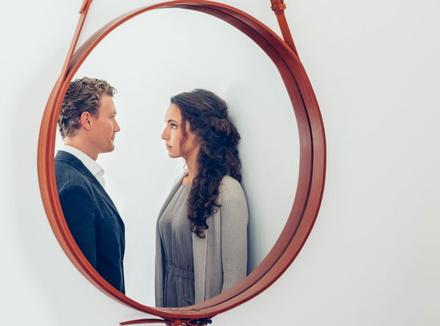 Пара в зеркале