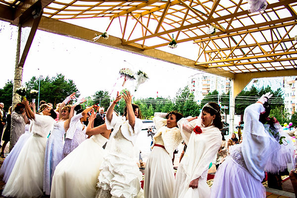 Как в Сургуте свадьбу гуляли...