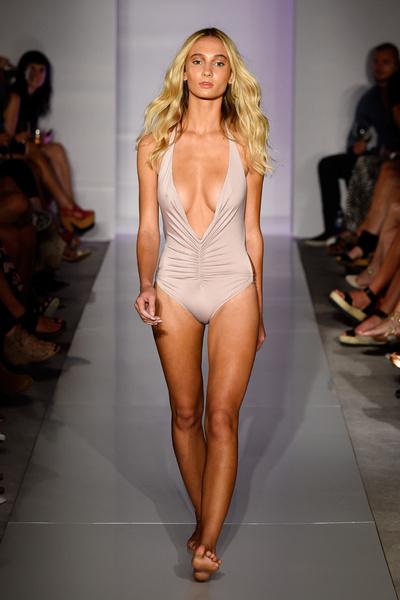 50 самых сексуальных купальников с Недели пляжной моды в Майами | галерея [1] фото [7]