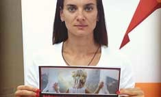 Елена Исинбаева поддержала акцию «Ребенок в комнате – закрой окно!»