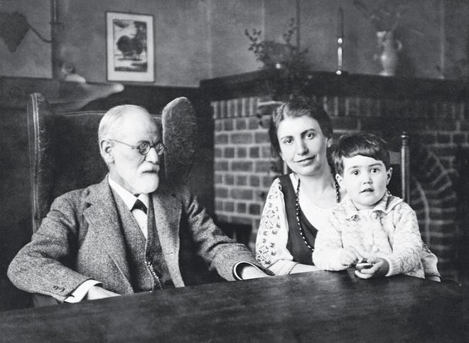 Отец Зигмунд, дочь Анна, внучка Ева... Все по Фрейду: любовь продлевает род!