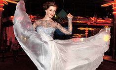 Вилкова, Арзамасова и еще 13 звезд в выпускных платьях