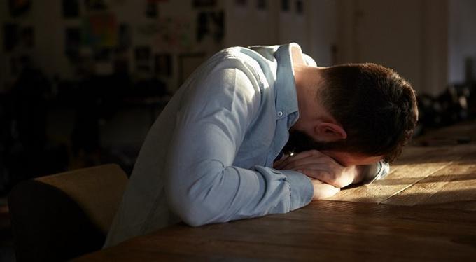 Как пережить предательство: советы клинического психолога