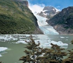 Ледник Серрано, как и все ледники мира, в течение последних ста лет неуклонно отступал. Еще в 1990-е нижняя его граница проходила на километр ближе к берегу идеально круглого моренного озера, образованного 10—15 тысячелетий назад