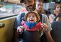 «Наденьте на ребенка шапочку!»: что говорят молодым родителям первые встречные?