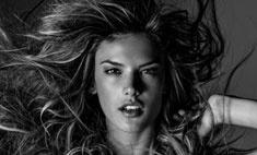 Ангелы Victoria's Secret снялись обнаженными