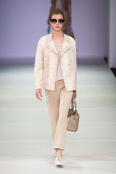 Показ Giorgio Armani на Неделе моды в Милане