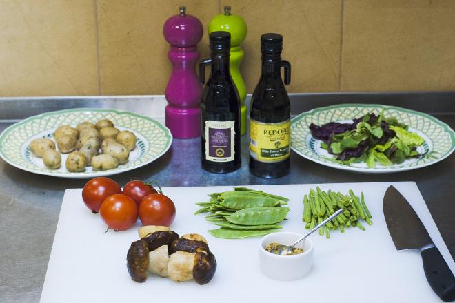 Теплый салатс белыми грибами рецепт