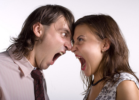 Женщины чаще мужчин не решаются открыто выражать свои эмоции. Постепенно напряжение растет, и в итоге возникает эффект «парового котла»: если долго не выпускать из него пар, рано или поздно котел взорвется. Не ждите, пока это произойдет, озвучивайте проблемы!