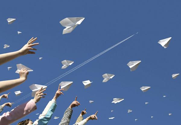 Чемпионат по запуску бумажных самолетиков