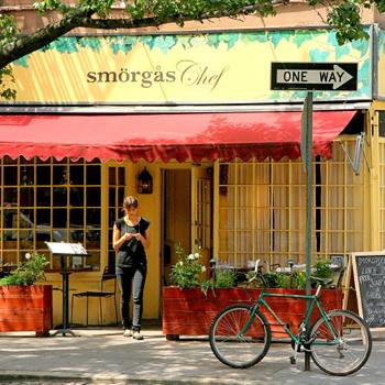 Жители Гринвич-Виллидж иногда называют весь остальной Нью-Йорк севернее 14-й улицы «сельской местностью».