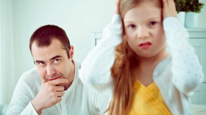 Отец воспитывает дочь. Полная коллекция родительских ошибок