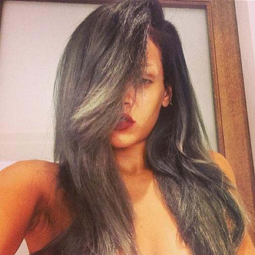 Рианна с новым цветом волос.