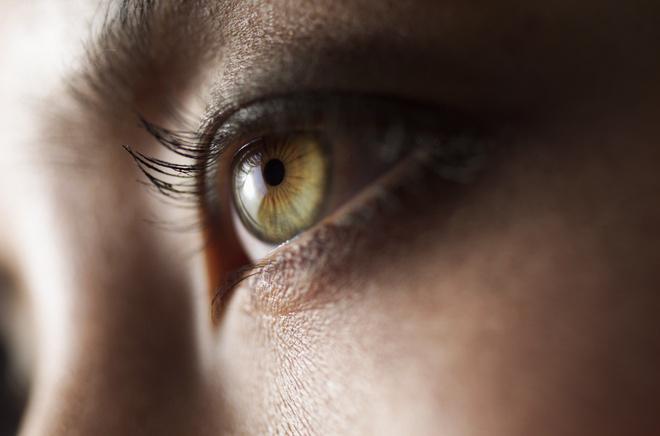 как красить зеленые глаза