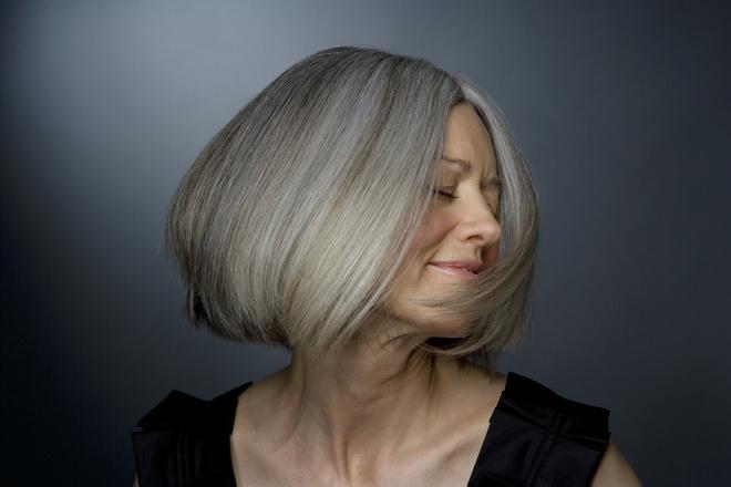 Кому подходит серый цвет волос?