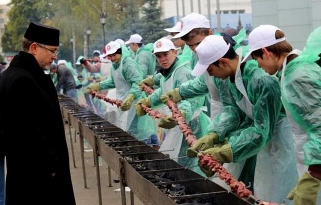 Самый длинный в мире халяльный шашлык