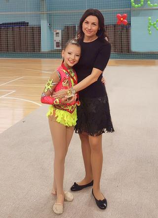 Юлия Франгулова, генеральный директор сети клиник, с дочкой, фото