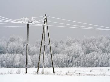 Линии электропередач чинят более 1,5 тысяч электриков