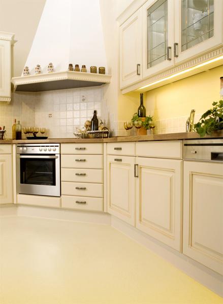 Золотой интерьер на кухне