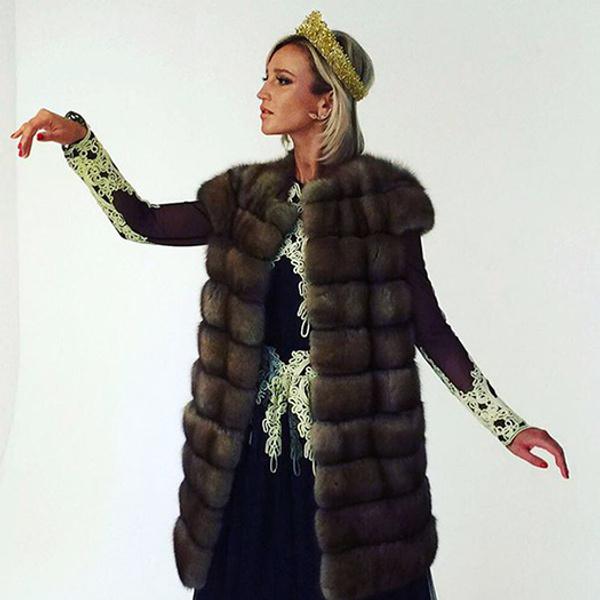Ольга Бузова примерила кокошник