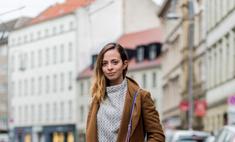 Пальто с кроссовками: неожиданный и модный образ