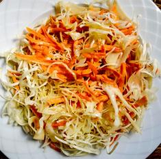Летний салат из капусты со жгучим перцем