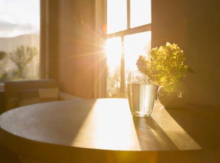 Свет на столе