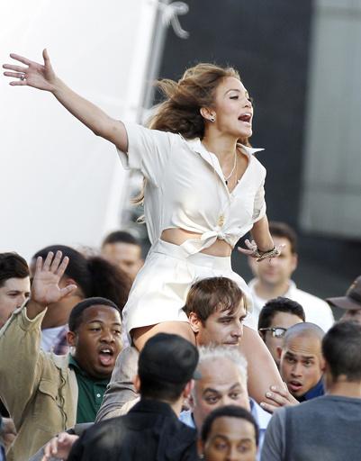 Дженнифер Лопес (Jennifer Lopez) лекгко вжилась в свою роль.