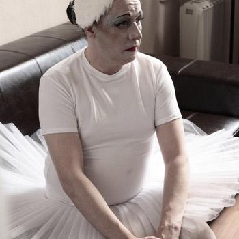 Моноспектакли о современной жизни – новый жанр для отечественного кино. В картине михаил Ефремов играет спившуюся балерину, а Виктор Сухоруков – грудничка-убийцу.
