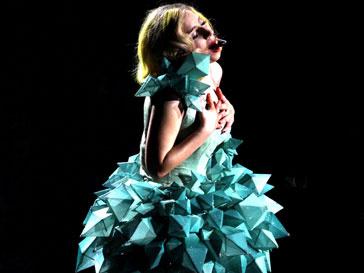 Lady Gaga во время выступления в Нью-Йорке