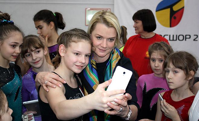 Светлана Хоркина сделала сотню селфи с ростовскими гимнастами