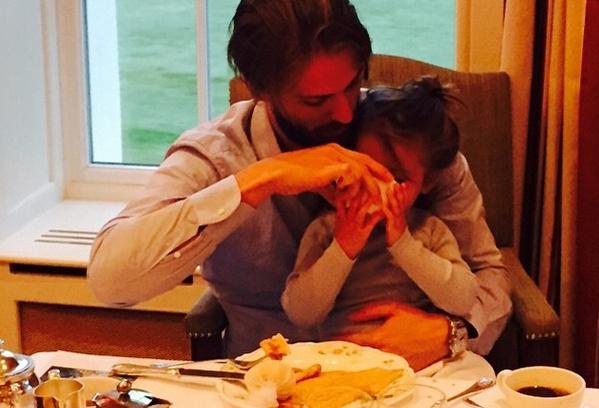 Муж и дочь Виктории Бони фото