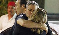 Вот изменник! Клуни застукали с другой