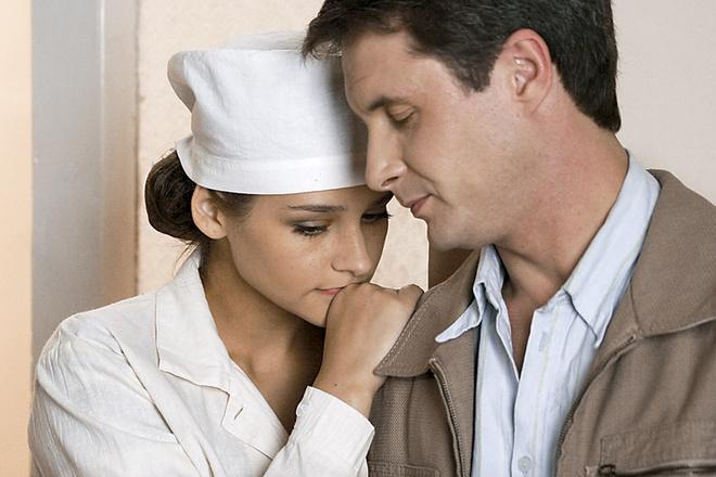 В «Охоте на Берию» героиню Глафиры обманывает муж (актер Александр Макогон).