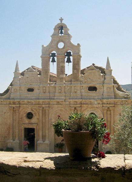 Греческие церкви не запирают – в них можно войти и днем, и даже ночью.