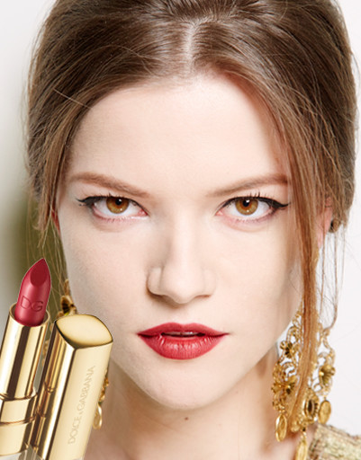 Красная помада в макияже на показе Dolce&Gabbana в Милане