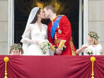 Ровно год назад Кейт Миддлтон (Kate Middleton) перестала быть просто Кейт, став герцогиней Кембриджской